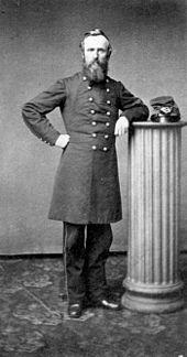 Barba viro en 19-ajarcenta soldatuniformo