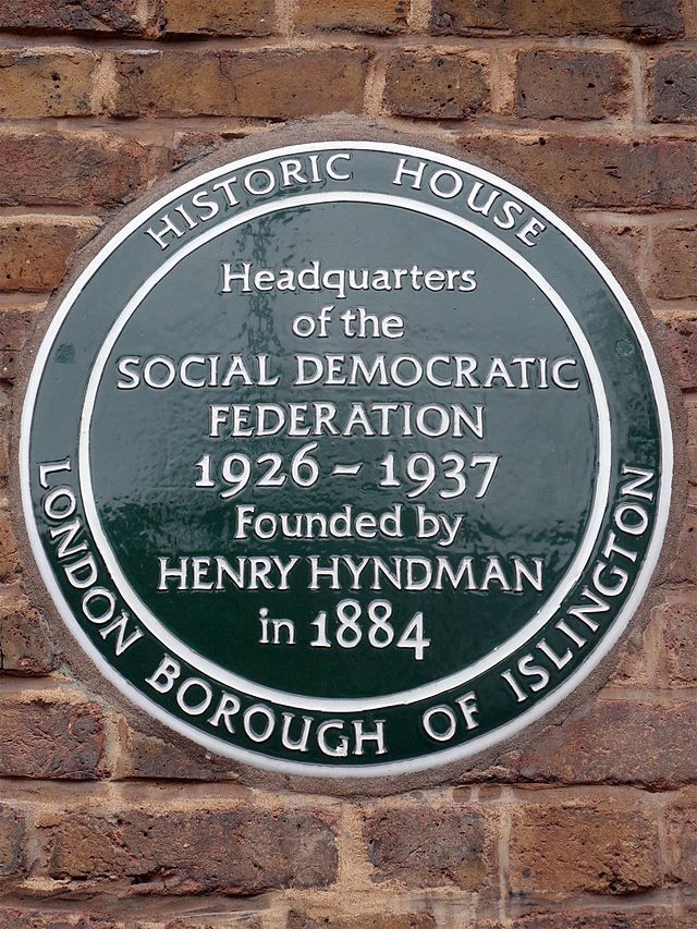 Photo of Henry Hyndman and Social Democratic Federation green plaque