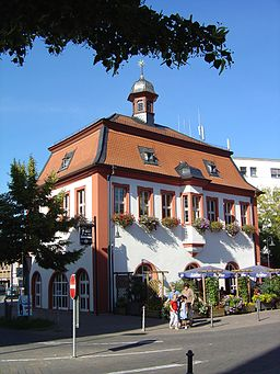 Historisches rathaus buerstadt