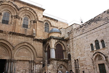 Holy Sepulchre facade from parvis 2.jpg