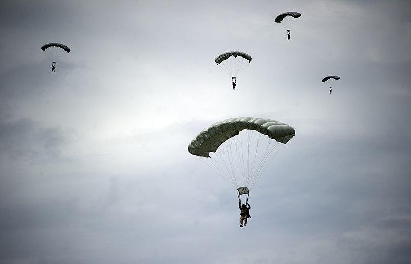 File:Honduran American Halo Jump (10018977176).jpg