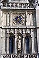 Horloge et statue sur la façade du beffroi de Saint-Germain-lAuxerrois, Paris 2010.jpg