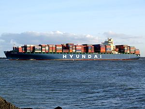 Hyundai Shanghai p3, leaving Port of Rotterdam, Holland 10-Dec-2006.jpg