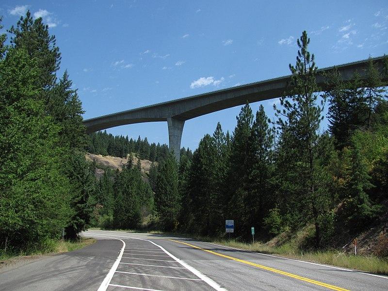 File:I-90 high bridge east of Coeur d' Alene, Idaho, 2010 (33935530962).jpg