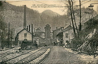 Allevard - Old postcard showing the entrance to the Forges, served by the industrial railway as the beginning of the 20th century