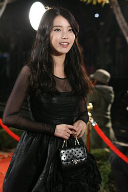 IU at the Life Style Awards 2011 (2).jpg