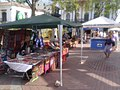 Independence Sq. Artisan Vendors - panoramio.jpg