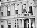 Intocht Koningin Juliana in Den Haag Koninlijke familie op balkon, Bestanddeelnr 903-0077.jpg