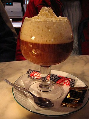 English: An Irish coffee Español: Un café irla...