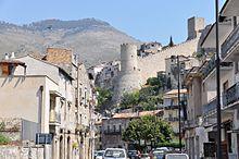 Foto del castello visto da via Italo Balbo