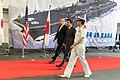 Japanse premier Shinzo Abe en VS-president Donald J. Trump aan boord van de Japanse helikoptercarrier Kaga in Yokosuka, -28 mei 2019 c.jpg