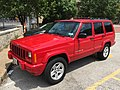 Jeep Cherokee (XJ) Limited red Gateway Arch 2.jpg