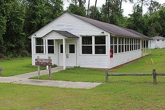 Jefferson Davis Memorial Historic Site - Image: Jefferson Davis Memorial group shelter