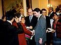 José María Aznar celebra el acuerdo de paz de Guatemala. Pool Moncloa. 12 de diciembre de 1996.jpeg