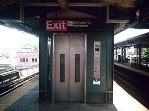 Junction Boulevard (IRT Flushing Line) - Elevator from platform