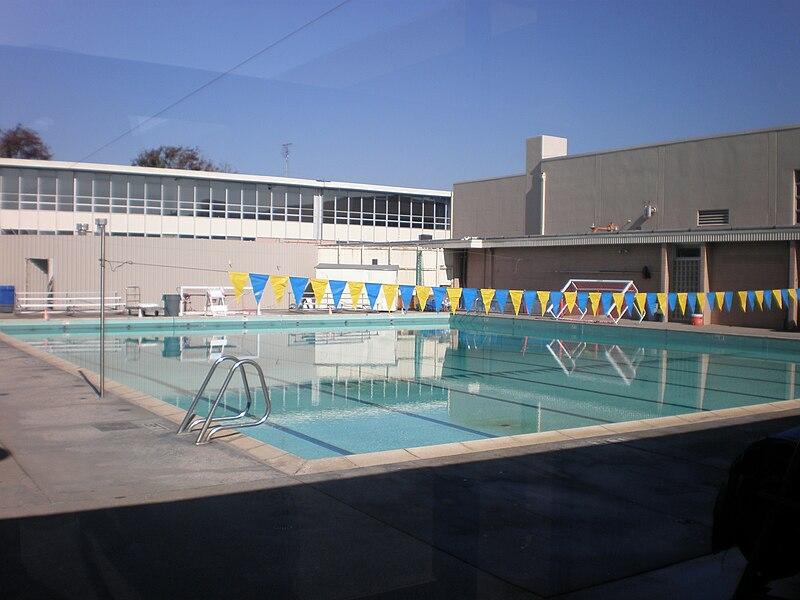 file junipero serra hs san mateo swimming pool jpg wikimedia commons