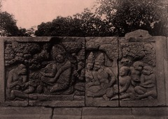 KITLV 155182 - Kassian Céphas - Reliefs on the terrace of the Shiva temple of Prambanan near Yogyakarta - 1889-1890.tif