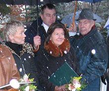 """Ewa Błaszczyk i Maria Kaczyńska, wmurowanie kamienia węgielnego pod Klinikę """"Budzik"""" (Warszawa, 26 listopada 2007)"""