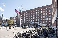 Karolinska Solna, huvudentré 01.jpg