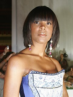 Kelly Rowland Wardrobe Malfunction Leads to Twitter Comments on