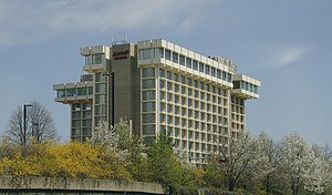 Key Bridge (Washington, D.C.) - Image: Key Bridge Marriott Watergate scandal location