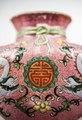Kinesisk porslinsvas med tecknet för långt liv, 1735-1795 - Hallwylska museet - 107704.tif