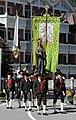 Kirchenfahne und Herz Jesu St. Ulrich in Gröden.JPG