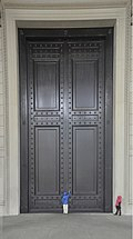 Knocking at front door of The National Archives Building - 01.jpg