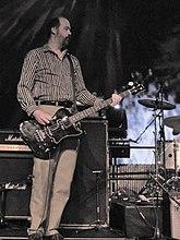 Både Dave Grohl (venstre) og Krist Novoselic (højre) fortsatte med at rinde ud musikalske karrierer efter Nirvanas opløsning.