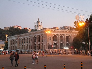 Kyiv - Kontractova square in the evening.jpg
