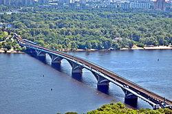 基辅地铁桥