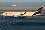 LATAM Brasil, PT-MOD, Boeing 767-316 ER (39427142214).jpg