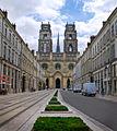 La cathédrale Sainte-Croix et Rue Jeanne d'Arc (Orleans 45000).jpg
