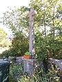 Labeaume - Croix et plante.jpg