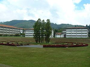 Simón Bolívar University - Laberinto Cromovegetal (1995) by Carlos Cruz-Diez, an iconic work of gardening art