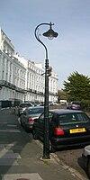 Lanterna kolono en Chichester Terrace (fundo de Lewes Crescent), Kemp Town, Brajtono (IoE Code 482024).jpg