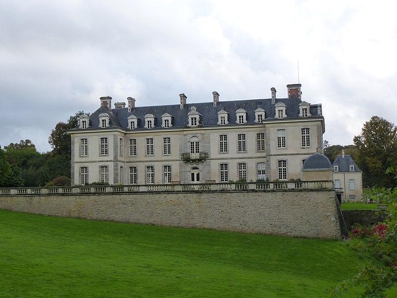 File:Le chateau de kerguéhennec - panoramio.jpg