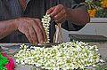 Le marché aux fleurs (Madurai, Inde) (13934337959).jpg