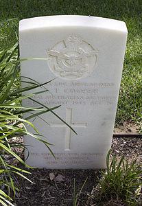 Leading Aircraftman R T Cooper gravestone in the Wagga Wagga War Cemetery.jpg