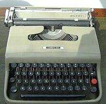 Macchina da scrivere Lettera 22, distribuita dalla Olivetti ed esportata in tutto il mondo