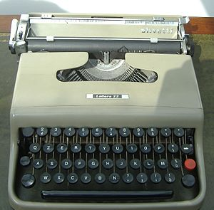Olivetti Lettera 22 - A front view of the Lettera 22