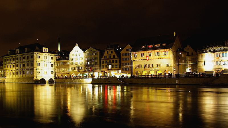 Limmatquai at nighttime.jpg