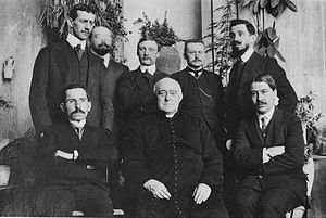 Lucien Romier - Monseigneur Louis Duchesne and his students at the Ecole Française de Rome (1911/12); Romier in the back row, second from the left