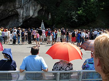 English: Grotte de Massabielle, Lourdes, Franc...