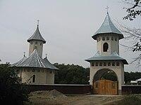 Mănăstirea Broşteni.jpg