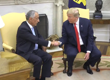 Marcelo Rebelo de Sousa with Donald Trump, the President of the United States, in the White House in Washington, D.C., 27 June 2018. Marcelo Rebelo de Sousa e Donald Trump 2018-06-27 (cropped).png