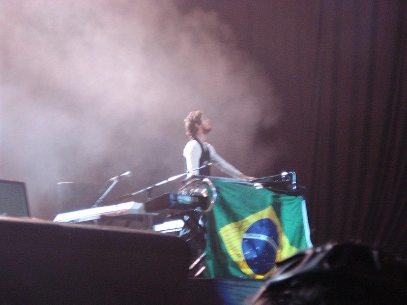 File:Maroon 5 @ HSBC Arena (3011383065).jpg
