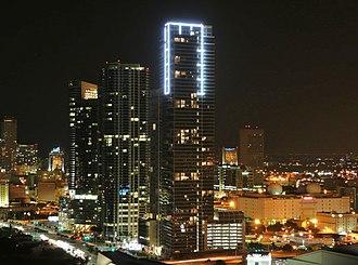 Marquis Miami - Image: Marquis Miami at night