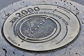 Méridienne verte - Medallion on a Méridienne verte marker in the Rue de Rivoli, Paris 1