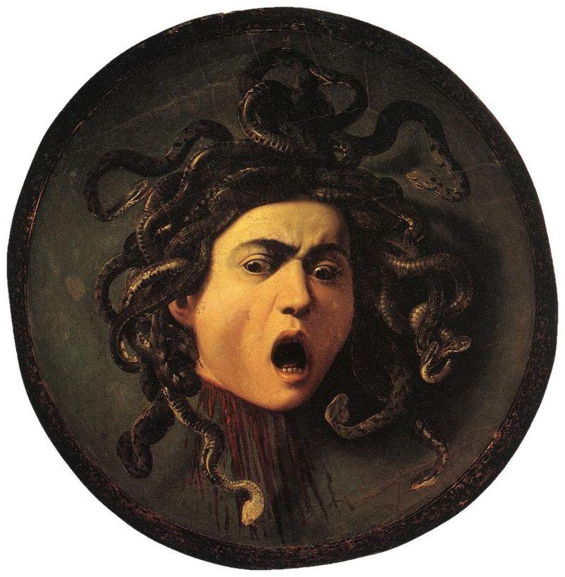 Masque de Méduse, la bouche grande ouverte, la tête pleine de serpents entrelacés
